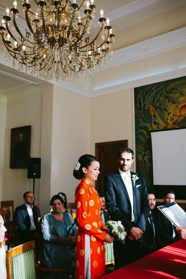 Jai appris plus tard quil avait dabord informé mon père de son désir de se marier. Nos familles accueillent la nouvelle avec beaucoup de joie.