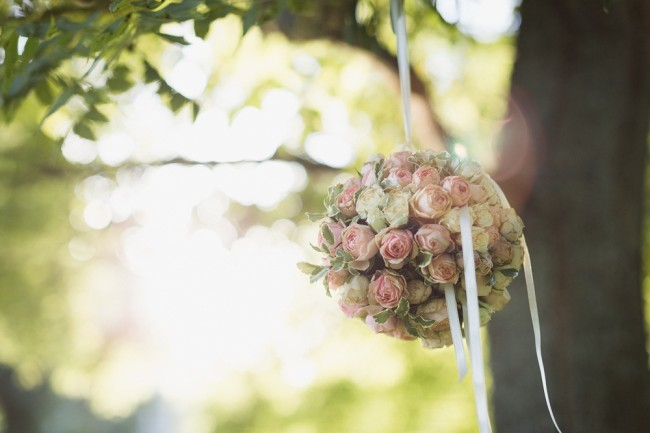 Bouquet boule rose Mariage oise abbaye de Morienval (49)
