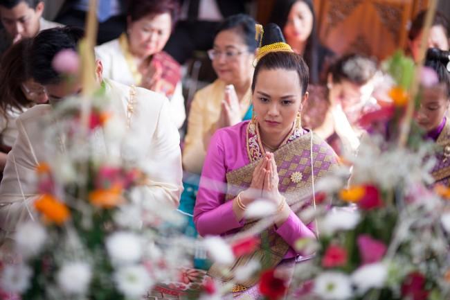 mariage-laotien-ceremonie-traditionelle-laotienne-soukhouane-lyse-kong-photographe-mariage-paris-17