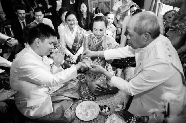 mariage-laotien-ceremonie-traditionelle-laotienne-soukhouane-lyse-kong-photographe-mariage-paris-18